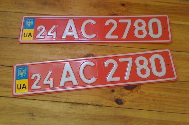 Что означают красные номера на машине